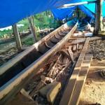 Reperatur des Schlangenbootes